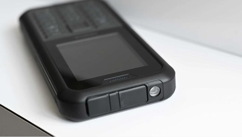 Защищенный смартфон Nokia 800