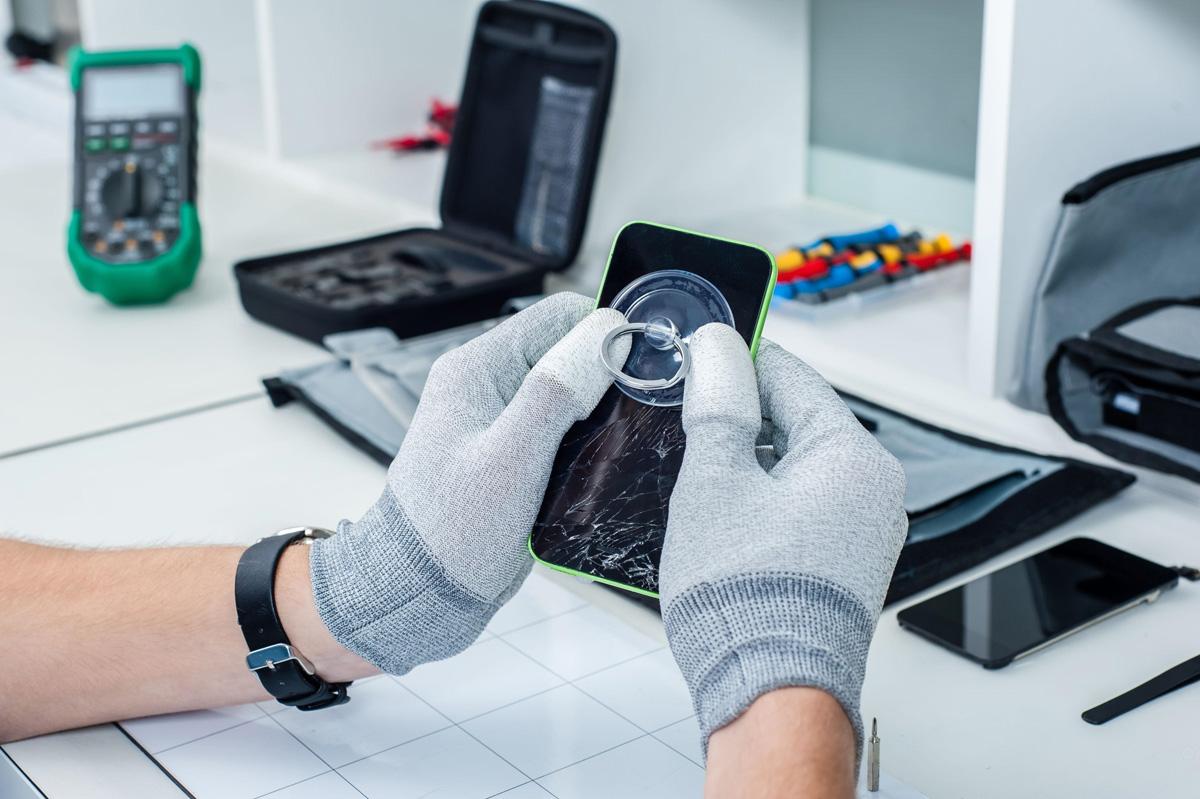 Как профессионально починить смартфон