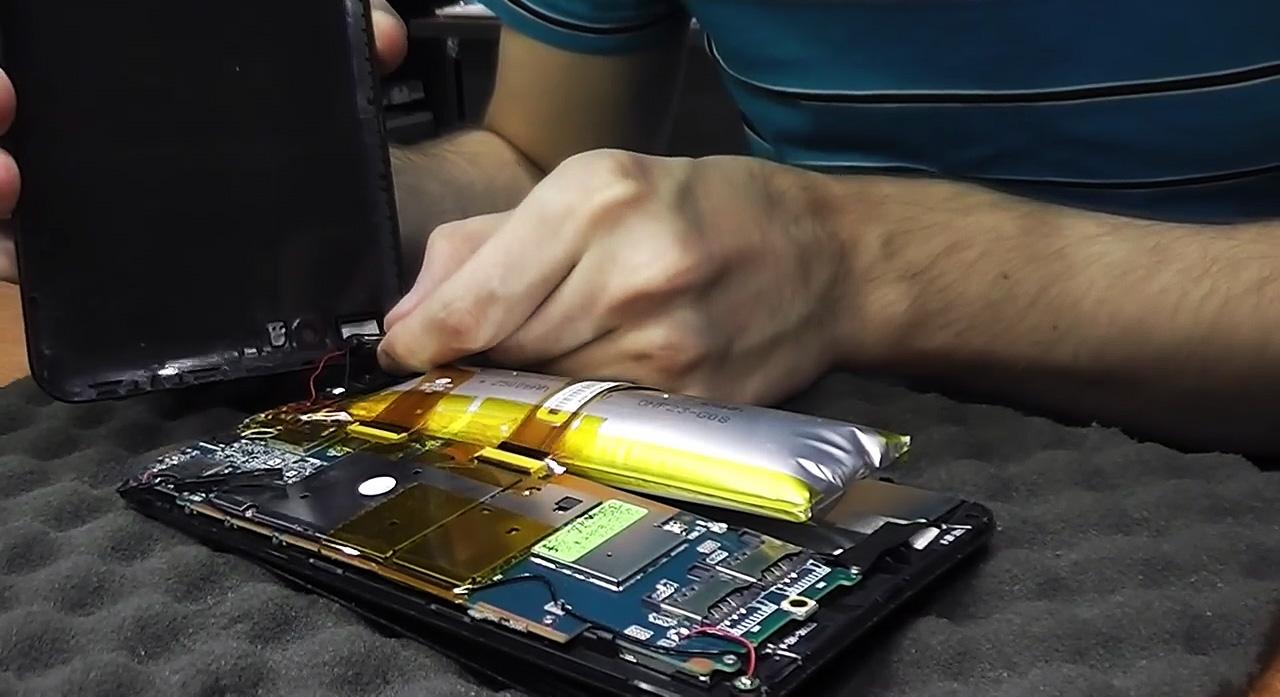 Вздутая батарея планшета